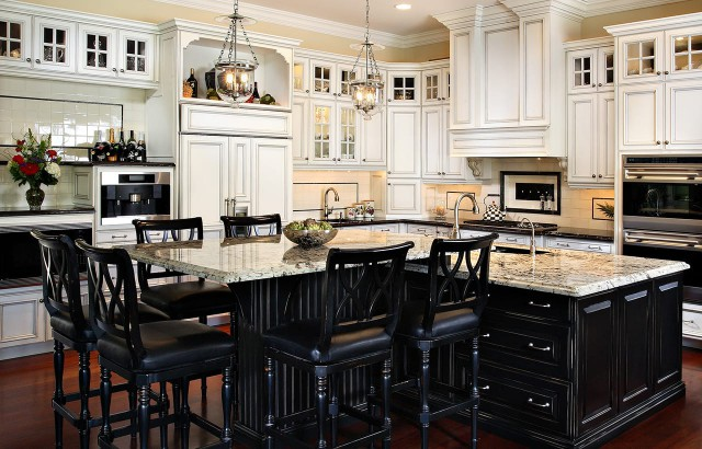 A Classic Kitchen Remodel for a Large Family